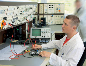 Gehalt elektroniker für geräte und systeme
