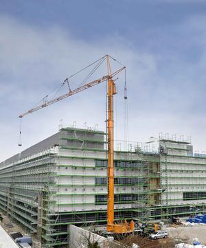 35亿欧元的项目建设中,利勃海尔移动式塔吊mk100 /110充分展现了其图片