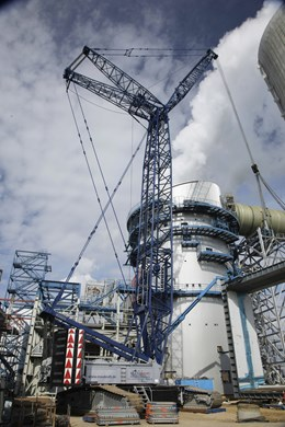 liebherr-lr-1350-1-working-position-wattenfall-power-plant-motiv2-portrait.jpg