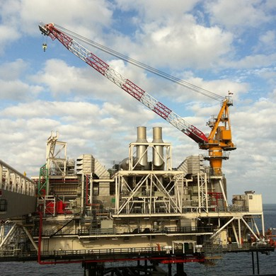 liebherr-oc-bos-2600-board-offshore-crane-oil-forties-alpha-satellite-uk-1.jpg