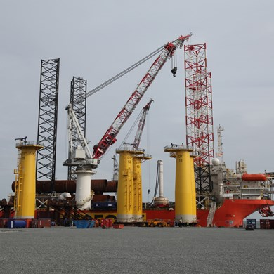 liebherr-oc-bos-45000-board offshore-crane-heavy-lift-wind-installation.jpg