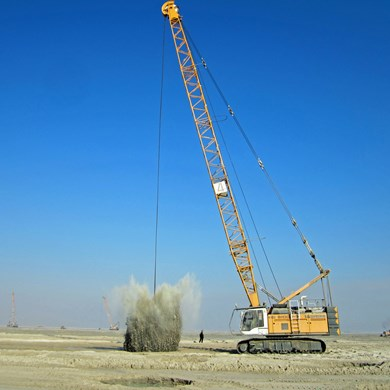 liebherr-hs-8100-seilbagger-duty-cycle-crawler-crane-dynamic-soil-compaction.jpg