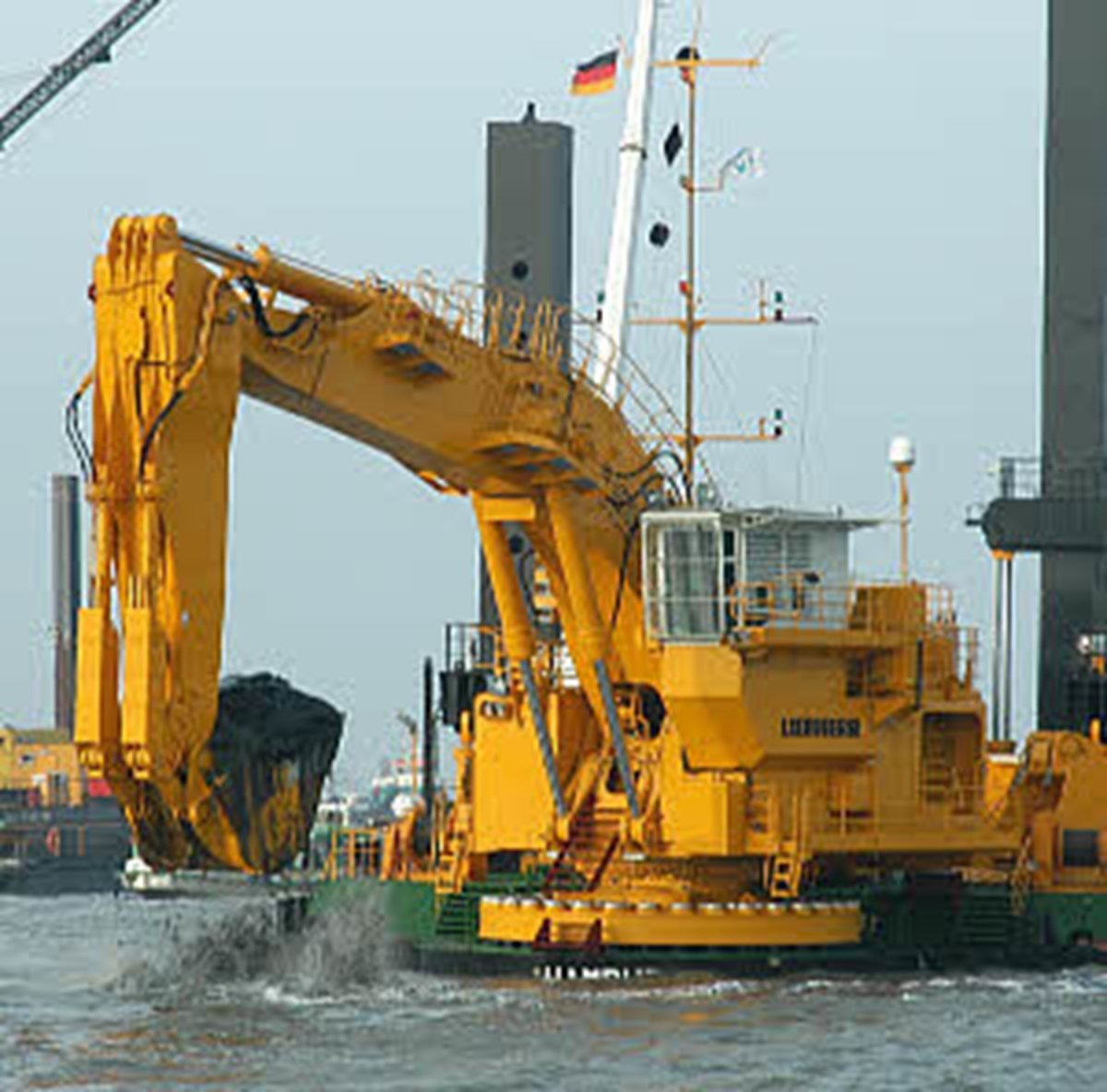 Pontoon excavators - Liebherr