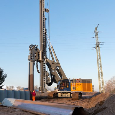 liebherr-lrb-355-piling-and-drilling-rig-vibrator2.jpg