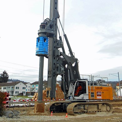 liebherr-BAT-320-rotary-drive-Bohrantrieb-for-LB-28-drilling-rig-Kelly-drill.jpg