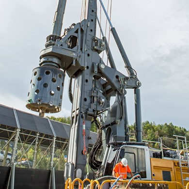 liebherr-BAT-510-rotary-drive-Bohrantrieb-for-LB-44-drilling-rig-Kelly-drill.jpg