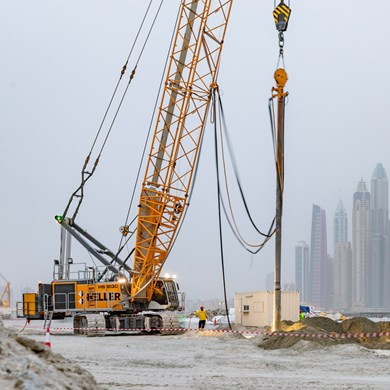 liebherr-hs-8130-duty-cycle-crawler-crane-vibro-flotation-compaction-dubai.jpg
