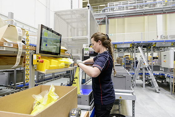 Modern warehouse technology for fast dispatch