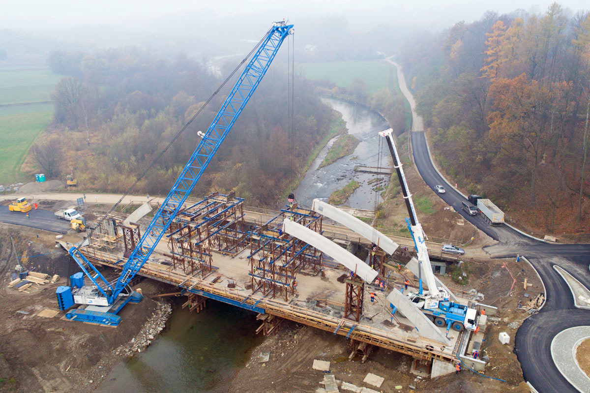 Bridge replacement in Poland - Liebherr
