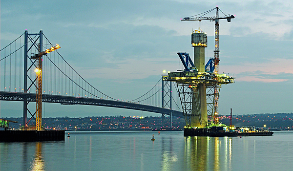 630 EC-H 40 Litronic top-slewing cranes climb on bridge pylons to a lifting height of 212 m.
