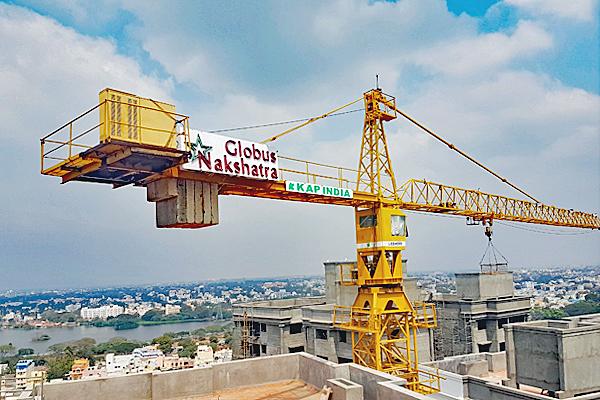 Vintage tower crane in India - Liebherr