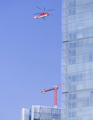 The crane had to be erected by helicopter at an altitude of 170 metres.