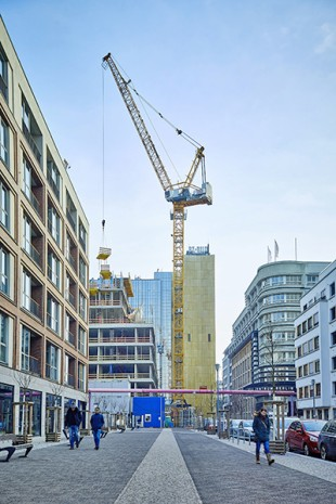 Our department for bespoke tower crane solutions, Tower Crane Solutions, provided advice and practical assistance to the customer when planning the large construction site.