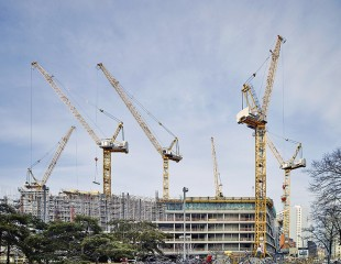 The cranes are in action six days a week and ten hours per day.