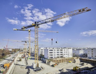 Three brand-new EC-B cranes from crane hire company BKL are building a residential complex in the Munich trade fair town of Riem.
