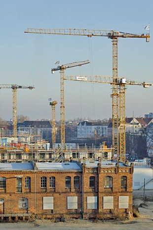 Teamwork by ten EC-B cranes in Hamburg