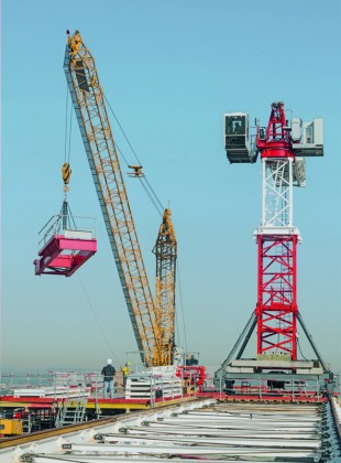 202 EC-B 10 Litronic Flat-Top crane is mounted on rails