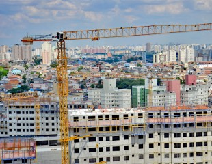 Liebherr 85 EC-B 5b tower cranes in operation at a residential project in São Paulo.