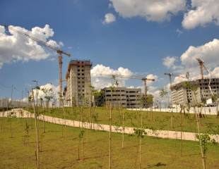 "A total of six Liebherr tower cranes are working on the ""Grande Reserva Paulista"" project."