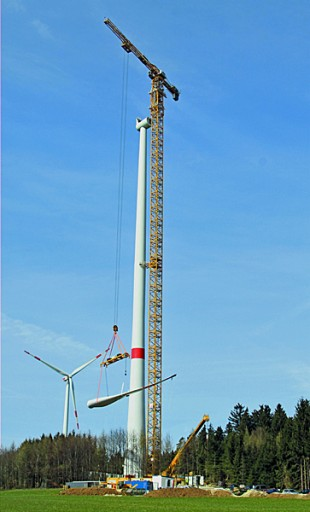 Precise lift of a pre-assembled rotor weighing 70 t to a height of 142.5 m