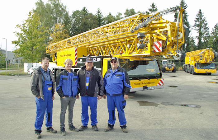 Tower Crane Vs Mobile Crane : Delivery of liebherr mobile construction cranes