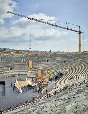 MK 140 mobile construction crane is the secret star in the arena of Verona