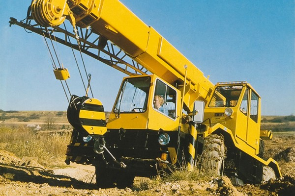 The LTM 1025 all-terrain crane impresses both on and offroad.