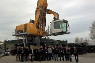 The tour group at Liebherr-Hydraulikbagger in Kirchdorf (Germany).