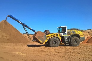 Liebherr wheel loader L 586 recently sold by the Liebherr-Australia earthmoving division.