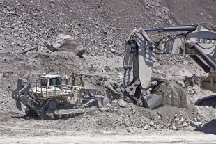 The new Liebherr PR 776 Mining Dozer with R 9800 excavator at work in Australia.