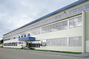 Das Firmengebäude der Liebherr Aerospace Brasil Ltda. in Guaratinguetá