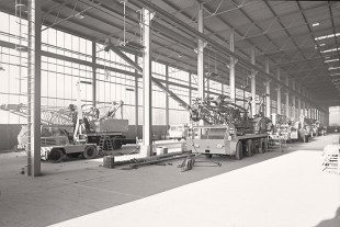 Production hall for mobile cranes at the Ehingen plant in the 1970s