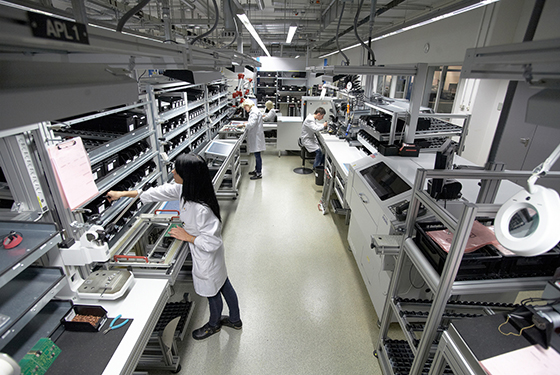 Electronic Assembly Workers : Prospects for experienced professionals liebherr