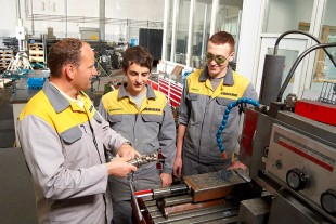 Apprenticeship training at Liebherr is facilitated by experienced instructors and modern workplaces.