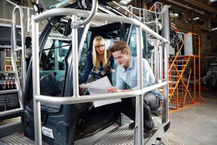 Within the combined vocational and educational scheme, Liebherr offers six engineering courses to choose from.