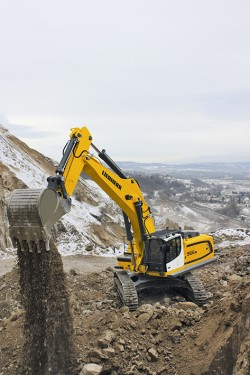 The crawler excavator R 966: Especially adapted for direct quarrying and earthmoving jobs.
