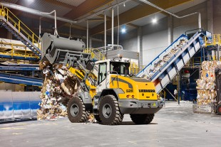 Liebherr's mid-series wheel loaders are robust and powerful all-rounders that particularly impress with their high levels of productivity in recycling applications.