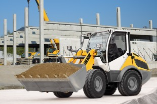 The Liebherr Compact Loader L 506 offers the driver the best all-round view on the building site.