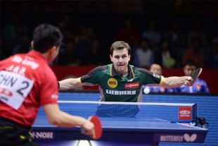 The Chinese Olympic champion Ma Long and the German table tennis ace Timo Boll play doubles at the World Championships and hope for a medal.