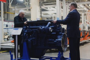 Liebherr and KAMAZ complete the development of a new engine series (from left to right: Willi Liebherr and Sergey Kogogin).