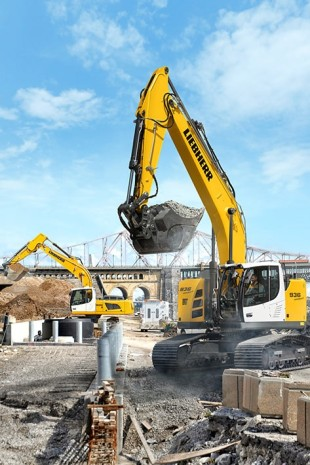 The R 936 Compact crawler excavator has a small rear swivelling radius of 1.98 m to ensure maximum safety and flexibility on the construction site.