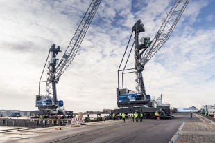 The two new Liebherr mobile harbour cranes LHM 420 will be mainly used for tandem