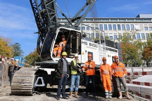 Karl Suter, Head of Sales Deep Foundation Machinery at Liebherr-Baumaschinen AG, hands over the key of the new HS 8100 HD to Daniel Bucher,Head of Deep Foundation Applications at Implenia Switzerland AG.