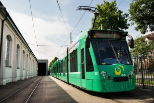 Liebherr technology on board: Combino low floor tram operated by Basler Verkehrs-Betriebe - © BVB