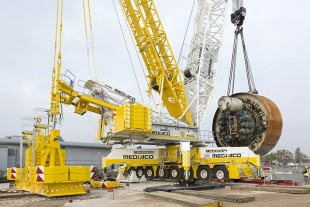 Enormous – the disc cutter with hydraulic drive units for the drilling head measures around eight metres in diameter.