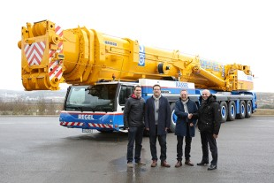 From left to right: Florian Maier (Liebherr-Werk Ehingen GmbH), Alexander Teifke, Carsten Hildebrandt (both Albert Regel GmbH), Erich Schneider (Liebherr-Werk Ehingen GmbH)