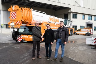 Crane handover of the new Liebherr LTM 1450-8.1 mobile crane in its new Weiland livery.