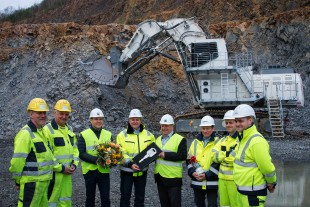 Commissioning of the R 9200 E in Lieske / The R 9200 E working in the greywacke mine