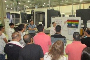 The team of Liebherr Aerospace Brasil showed the visitors examples of Lean Manufacturing processes and tools.