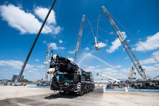 Liebherr unveils the five-axle LTM 1230-5.1 at its customer days in Ehingen (Germany).